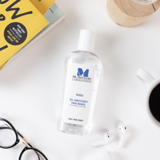 Gel antibacterial con un 70% de alcohol, y es enriquecido con glicerina para que tus manos estén hidratadas.👏🏼 ¡Su aroma es delicioso!😍